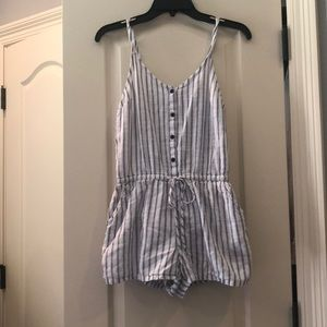 Old Navy Stripped Romper WITH POCKETS